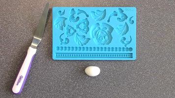 Wilton: How to Use a Fondant Mold
