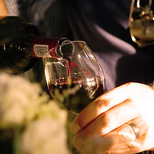 cómo verter vino correctamente