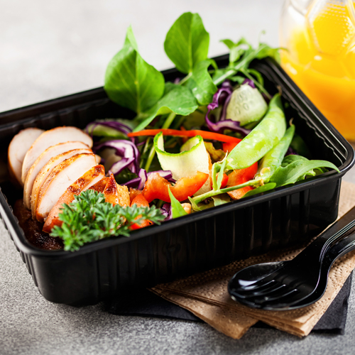 healthy to-go salad with chicken and peas