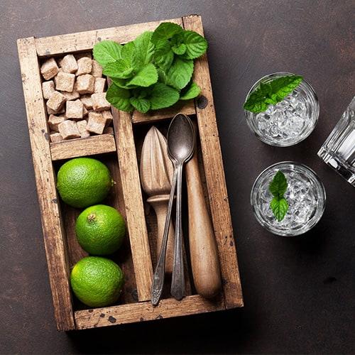 Ingredientes de mojito en una caja