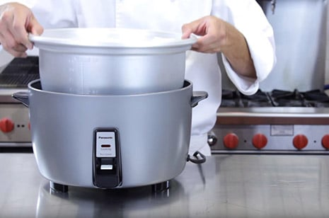 How long does it take to cook white rice in a rice cooker